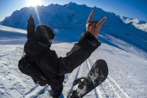 How to prepare before traveling for snowboarding this season