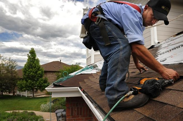 What to Look Out For When Hiring Roofer