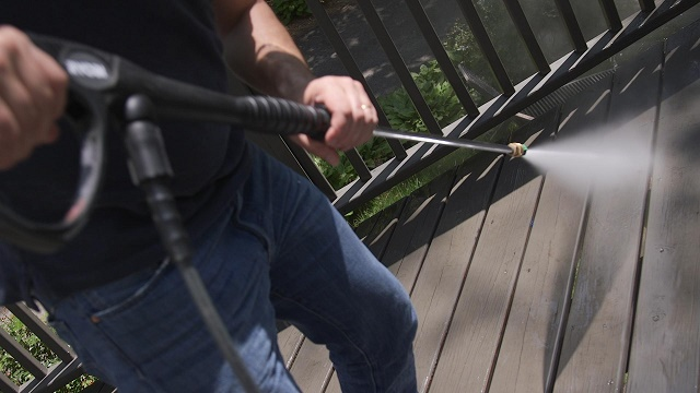 7 Tips to Pressure Wash Your Home