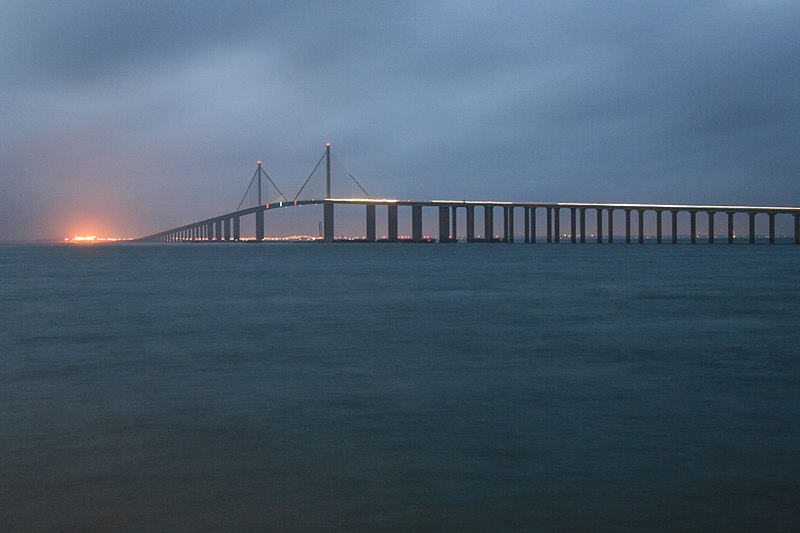 Sunshine_Skyway_Bridge_from_the_Pier