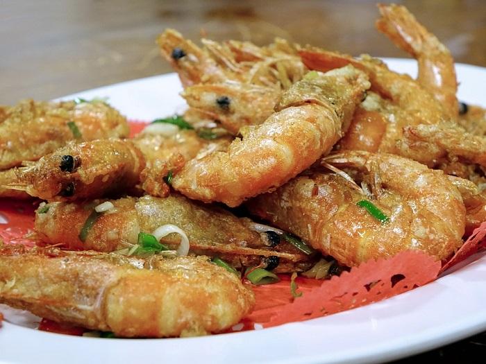Pan-fried shrimp with garlic