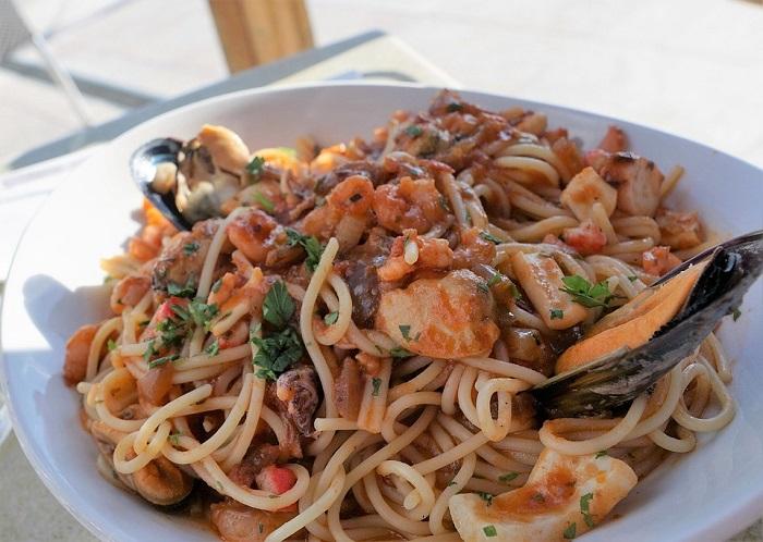 Pasta and crab