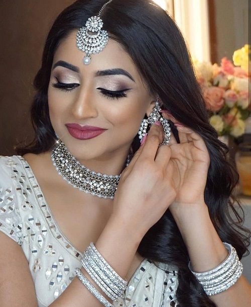 Silver makeup would go well with the white wedding dress