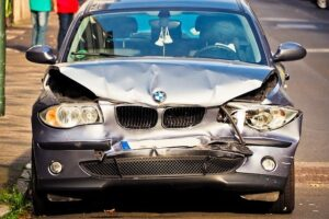 Six Tips to Avoid Car Accidents